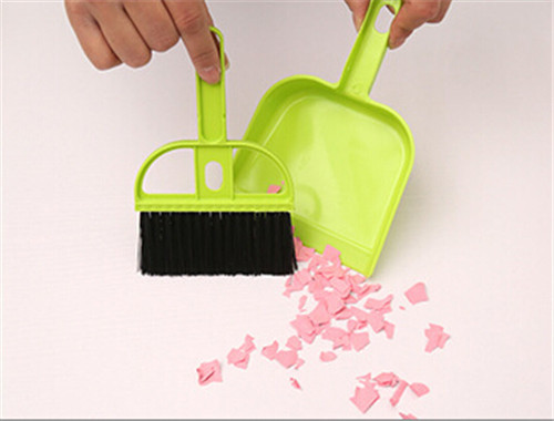 High Quality Free Shipping Mini desktop cleaning brush keyboard brush with dustpan small broom suits 1pcs(China (Mainland))