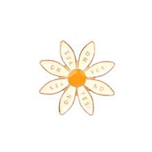 3 di stile carino distintivo fiore SÌ SULLE donne spille smalto pins gioielli di moda borsa cappello di denim pin accessori regalo spilla per i bambini(China)