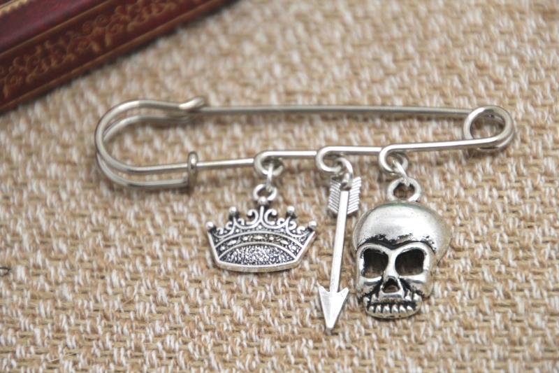 12pcs Shakespeare inspired Hamlet themed charm font b kilt b font pin brooch 38mm