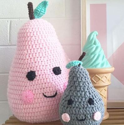 New cute 1pcs knitted pears plush 25cm handmade crochet fruit cushion pillow dolls kids room decor toy baby Photographed props(China (Mainland))
