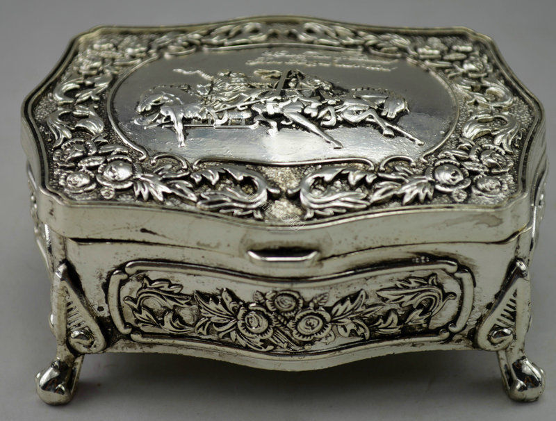 Collectible Decorated Old Tibet silver Carved Flower Show-jumping Jewel Box(China (Mainland))
