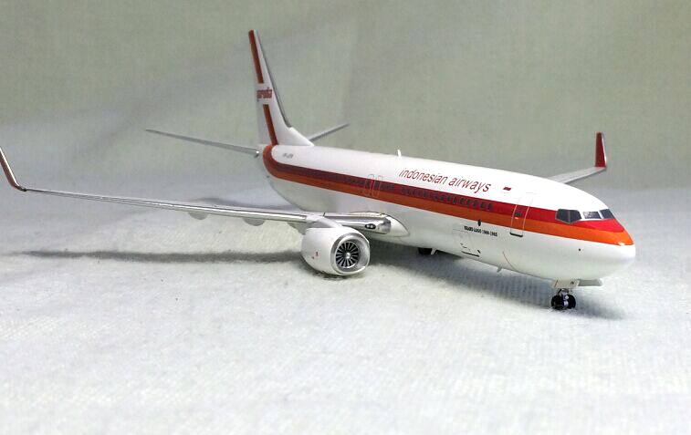 Фотография BBOX 1: 200 Indonesia Airlines Boeing 737-800 Alloy aircraft model PK-GFN Limited Collector Model