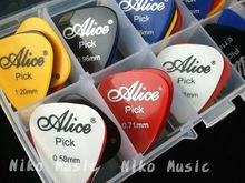 30 stück akustische gitarre nimmt Plektren + 1 kunststoff nimmt box fall versandkostenfrei(China (Mainland))