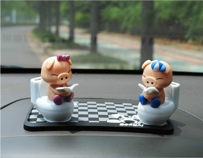2015 Free Shipping Automobile Decorative Solar Shook His Head Doll Nod Doll Car Place Adorn Article Small Toilet Reading A Pig(China (Mainland))