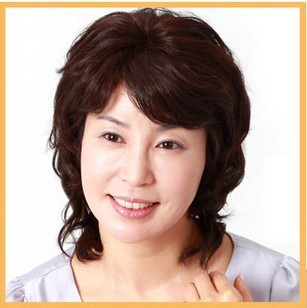 Quinquagenarian wifing curly hair oblique bangs , women's wig
