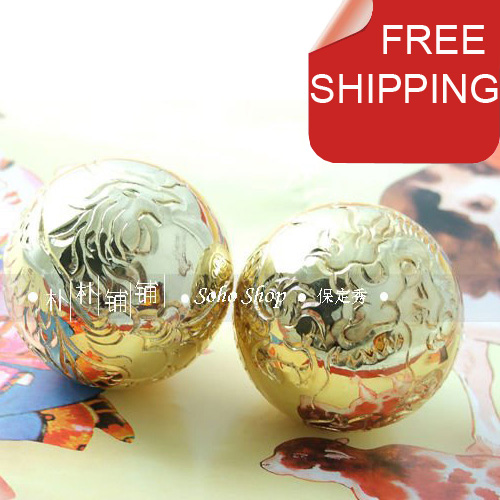 Precious 50mm hand-carved baoding iron balls, gilt dragon and phoenix,the symbol of the harmony. Musical stress balls.Paper box.