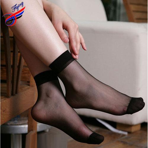 женские ноги в капроновых колготках фото