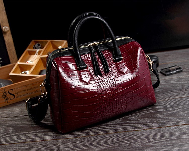 2016 new geniune cowhide crocodile pattern leather Boston handbag pillow bag portable leather bag large capacity handbag