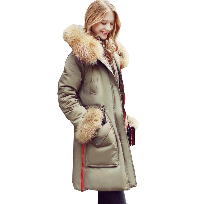 2016 Европейский Новый зимний пуховик с капюшоном длинные роскошные меха енота воротник женщины утка вниз пальто мода длинное пальто теплый Парок JA108