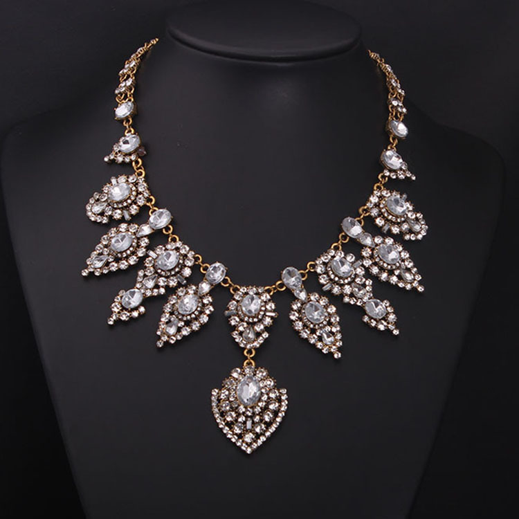 2015 multilayer crystal gem short clavicle necklace exaggerated female fashion accessories wholesale(China (Mainland))