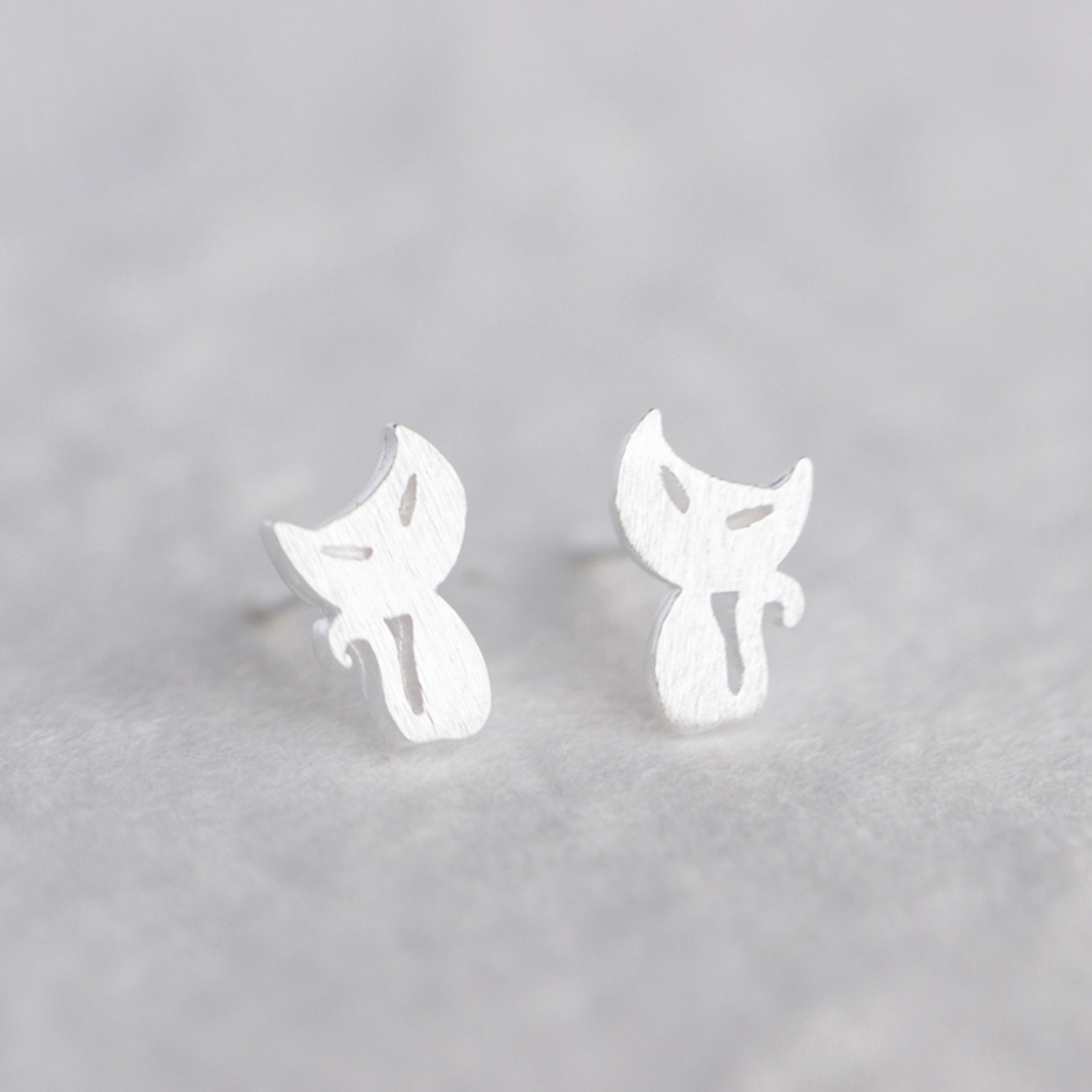 New Brand Pendientes Mujer Silver Plated Wire Drawing Stud Earrings Charm Small Kitty Ear Earring Friendship Fine Jewelry(China (Mainland))