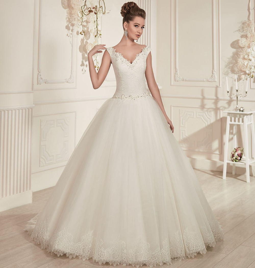 Princess style ivory tulle ball gown wedding dresses 2016 for Elegant ball gown wedding dresses