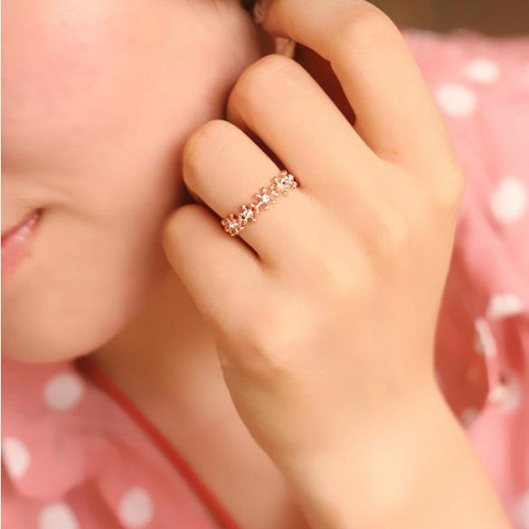 Hot Sale Fashion Women Flower Imitation Diamond Jewelry Shiny Rhinestone Ring Cute Style Women Accessories(China (Mainland))