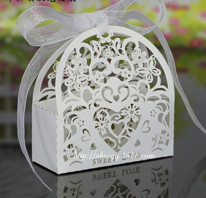 50Pcs/Lot Hollow Flower Laser Cut Casamento Candy Boxes Wedding Favors And Gifts Box (Ribbon Need to Cut by Yourself)(China (Mainland))