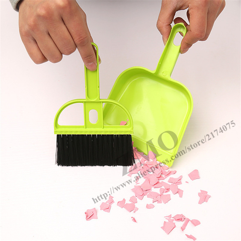 2 pcs set Mini table cleaning brushes computer brush dust pan set cleaning scourer plastic small portable cars brushes set(China (Mainland))