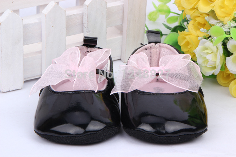 Free shipping Black leather baby shoes Baby girl firstwalker toddles Newborn baby flower soft sole sneakers(China (Mainland))