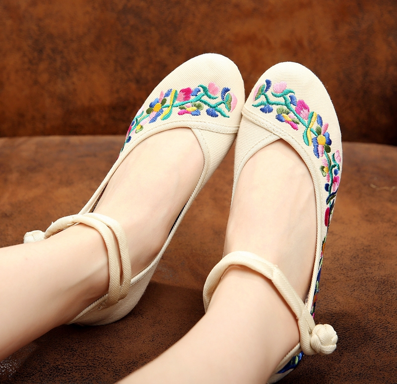 4 Colors Fashion Designer Women's Pumps Old Peking Wedge Shoes Ladies Flower Embroidery Casual Canvas High Heels 5cm Footwear(China (Mainland))
