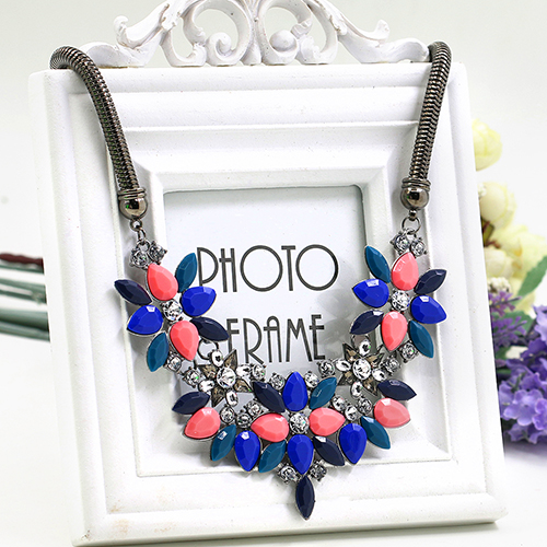 Women Necklace Luxury Resin Crystal Beads Flower Clavicle Bib Statement Power Necklace(China (Mainland))