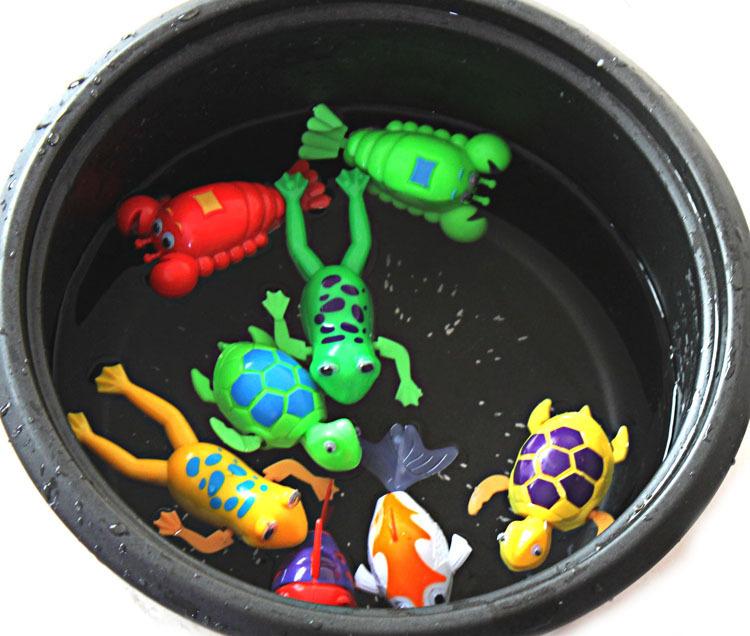 Cute Wind-Up Clockwork Bath Toys Animals Frog Fish Baby Shower Swimming Pool For Baby Kids Gift Randomly(China (Mainland))