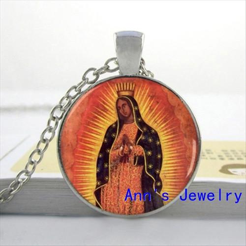 vintage_religion_lady_of_guadalupe_virgin_mary_button-rc5dddf9d41ba48fc873fcaf8d0db6ab0_x7j3i_8byvr_512