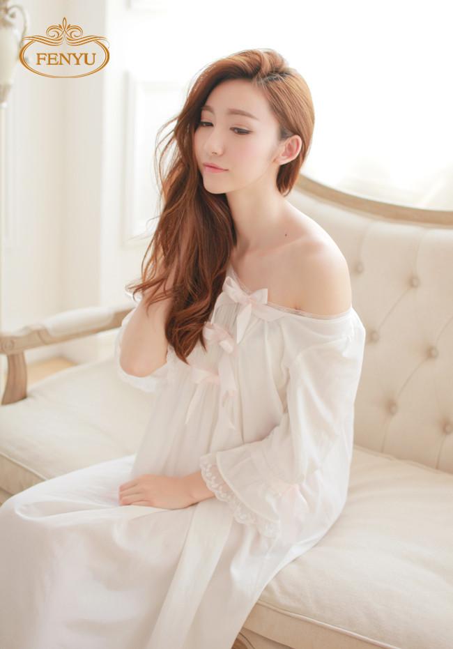 Free Shipping Ladies Silk Princess Nightgown Long White Women's Sleepwear Cotton pijamas femininos(China (Mainland))