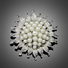 Cheapest High Quality Platinum Silver Plated Flower Five Cream White Simulated Pearl Brooch Bouquet for Wedding(China (Mainland))