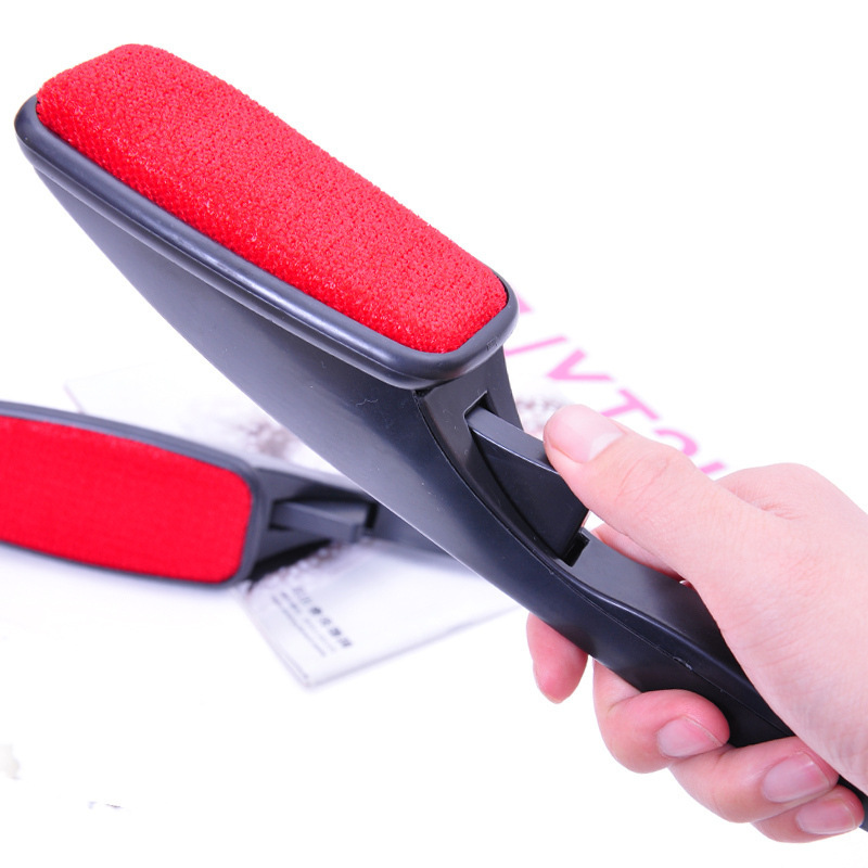 Clothing dusting brush bristles black handle brush electrostatic dust removal brush hair remover fall and winter wholesale 78g(China (Mainland))