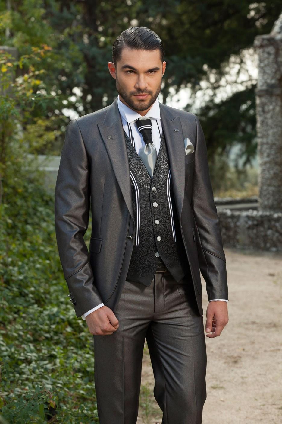 Здесь можно купить  2015 New Style Groom Tuxedos Peak Lapel Men
