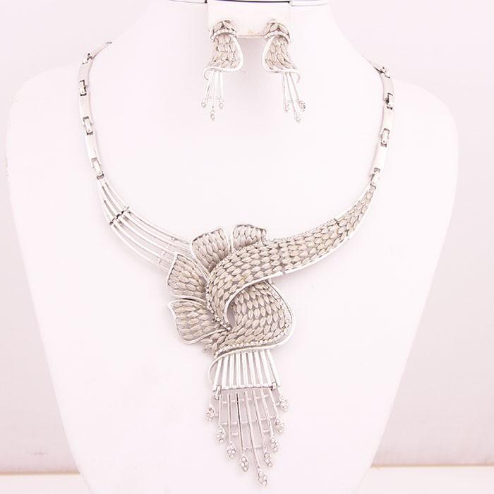 Мода Африканские Бусы Золото/Посеребренная Кристалл Rhinestone Цветочный Кисточкой Свадьба Ювелирные Изделия Костюм Колье Заявление Наборы