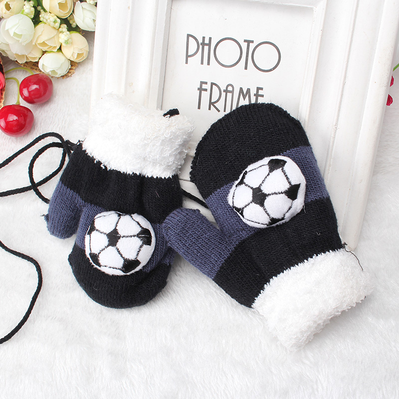 Winter Cartoon glove child soft thicken thermal yarn knitted full finger american football gloves pattern gloves cute boy gift(China (Mainland))