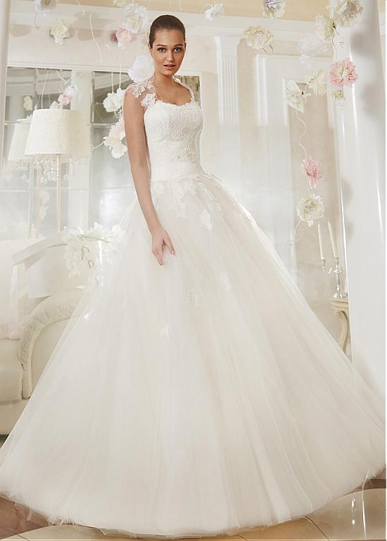 Stunning Tulle Queen Anne Neckline A-line Wedding Dress With Lace Appliques WED90047(China (Mainland))