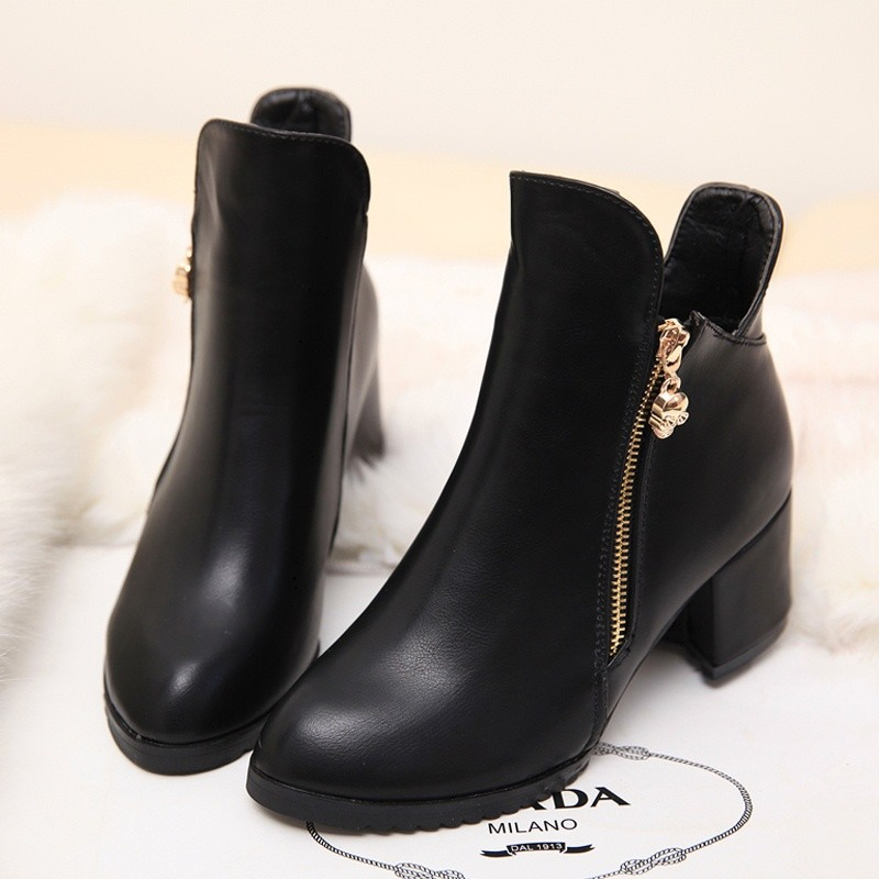 Ankle Boots for Women Boots Square Heels Round Toe Zip Short Plush Warm Winter Shoes Platform Motorcycle Leather Boots SN-293(China (Mainland))