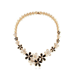 2015 Assorted Colors Flower And Crystal Necklace Crystals from Swarovski 18884<br><br>Aliexpress