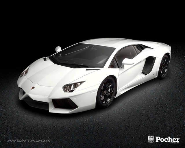 Pre order Pocher 1: 8 car model kit Lamborni Aventador LP 700-4 White