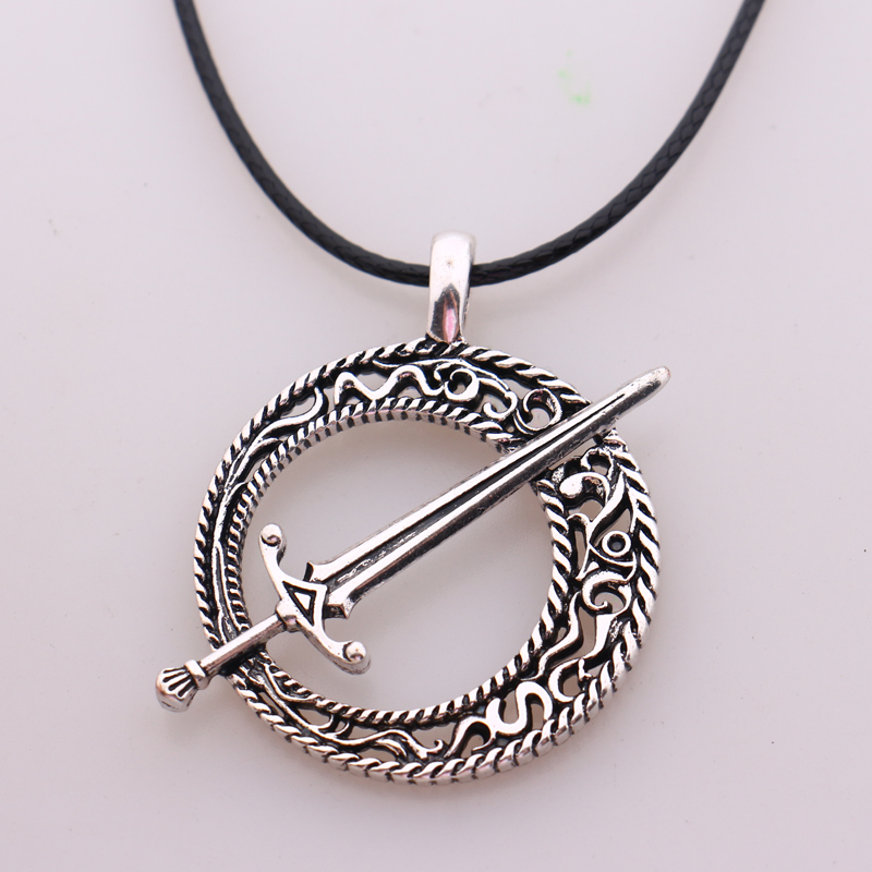 Dark Souls 3 Blade of the Dark Moon Pendant Covenant Dark Souls 3 Sword Pendant Necklace Leather Rope Game Steampunk Jewelry(China (Mainland))