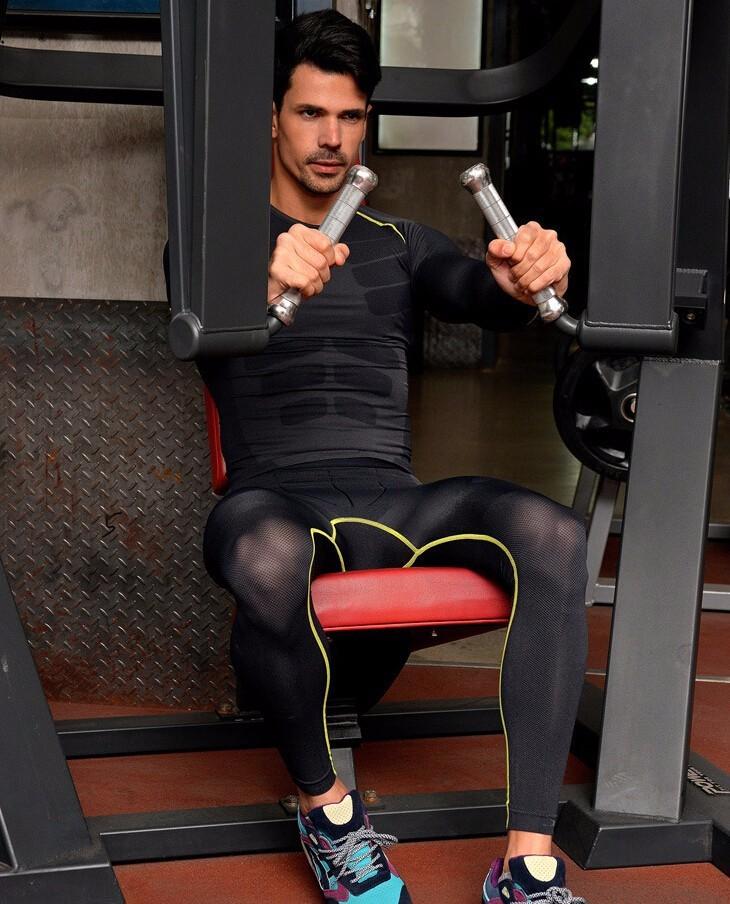 Европейский сжатия топы мужская быстро сухой дышащий ощущение прохлады спорт на открытом воздухе люди с фитнес тела нижнего белья