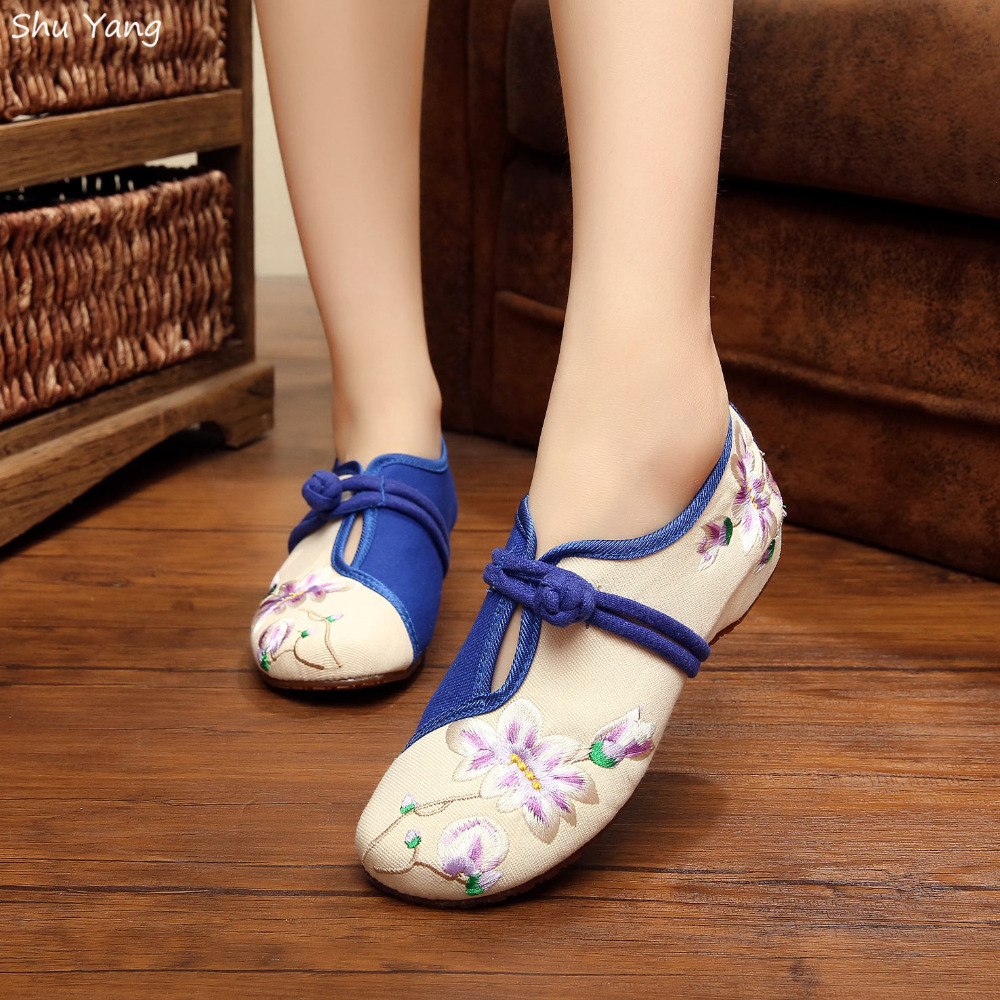 Good Quality 2015 Women's Flat Heel Shoes Ladies Old Peking Flower Embroidery Soft Sole Casual Shoes Dancing Shoes(China (Mainland))