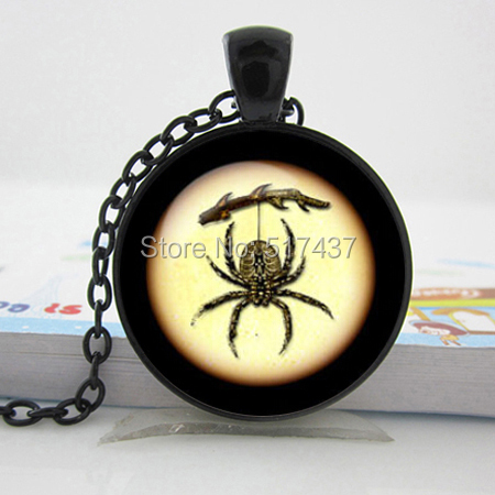 2015 NEW Spider Necklace Spider Jewelry Trick or Treat Halloween Pendant Glass Necklace(China (Mainland))