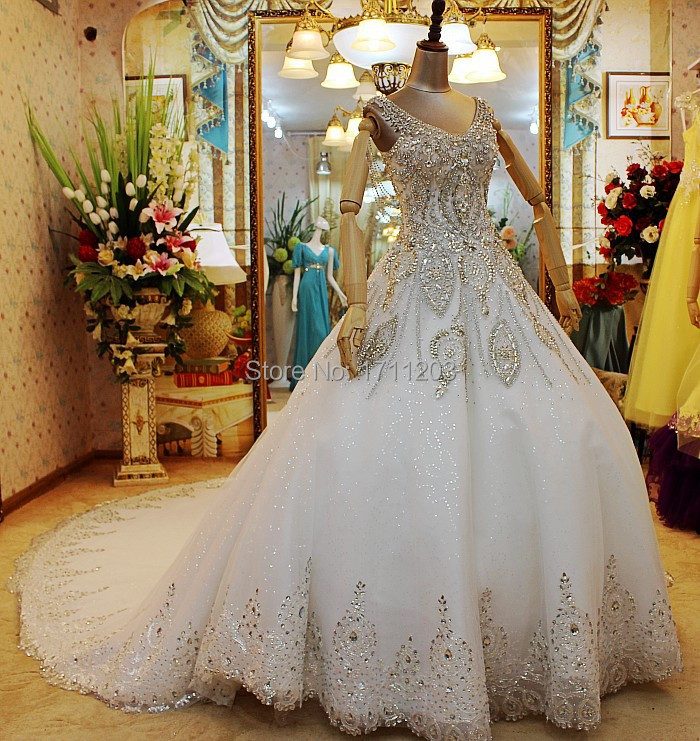 Amazing Luxury Crystal Beading Bridal Wedding Dresses 2015 Custom Made Backless Spaghetti Strap Sexy Royal Princess Wedding Gown(China (Mainland))