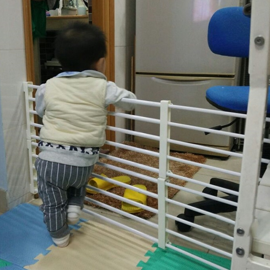 baby safety gate stair fencing for children playpen fence indoor retractable pet isolating gate. Black Bedroom Furniture Sets. Home Design Ideas