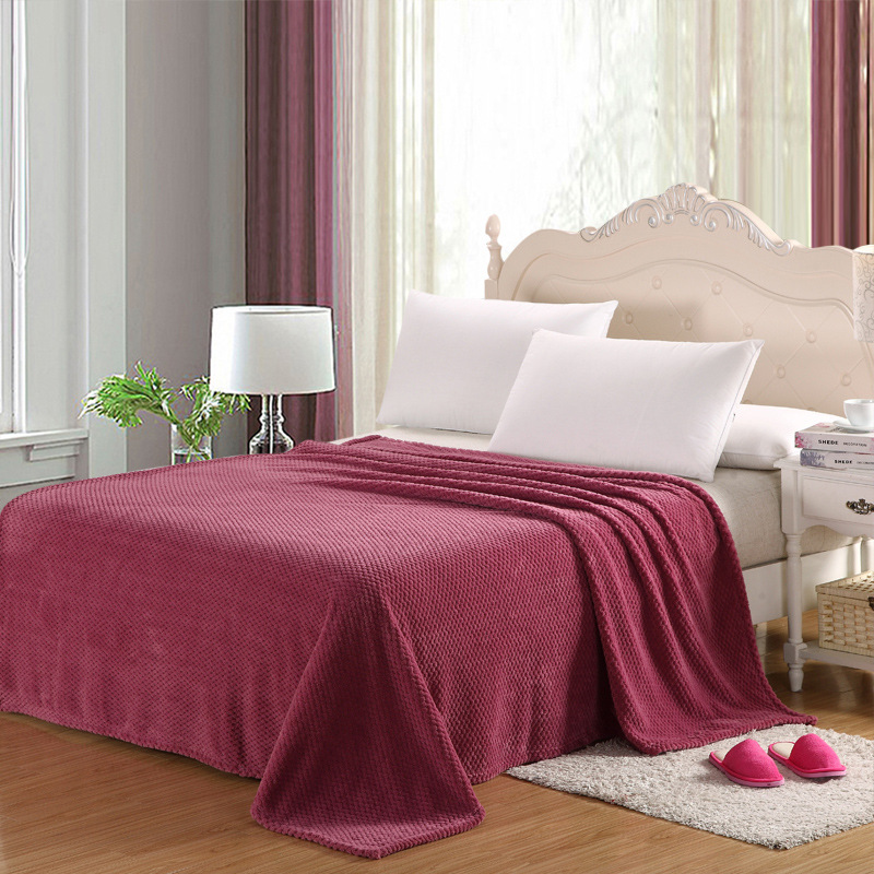 New arrival 180*200cm merbau style coral fleece blankets on the bed antistatic bed sheet bed cover queen size blankets(China (Mainland))