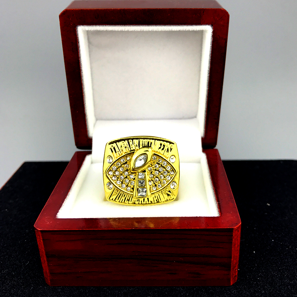 Drop shipping the best quality for US businessman 2002 Tampa Bay Buccaneers Super Bowl championship rings for fans(China (Mainland))