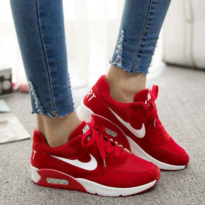 Модные женские кроссы