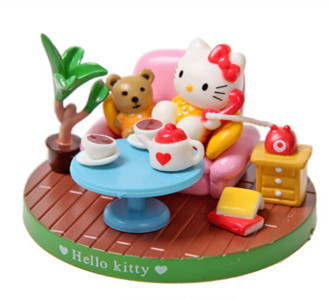 """Hello Kitty """"Burning the Telephone Line"""" Set With Figures And Accessories(China (Mainland))"""