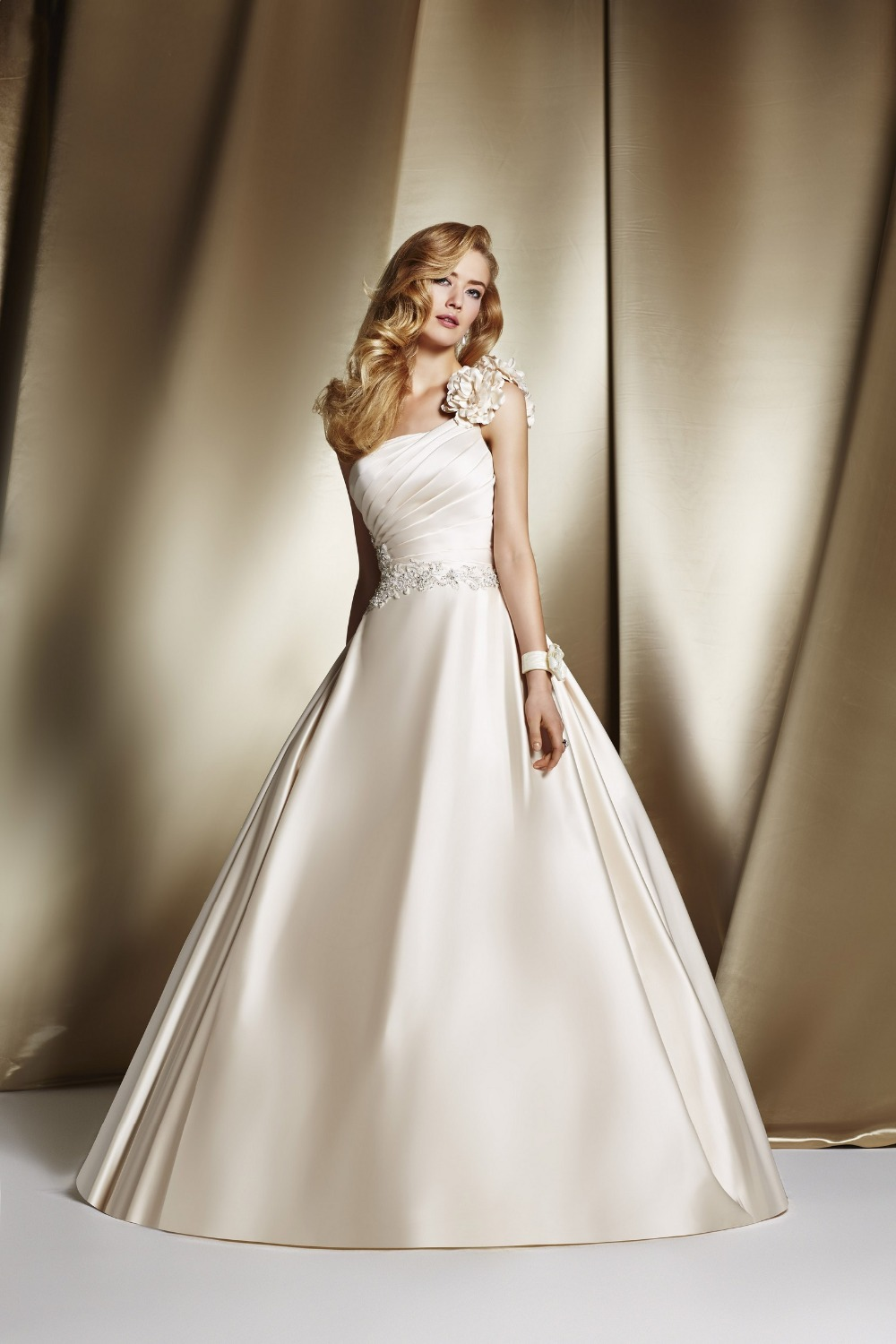 Appliques beading satin one shoulder ball gown wedding for Pretty ball gown wedding dresses