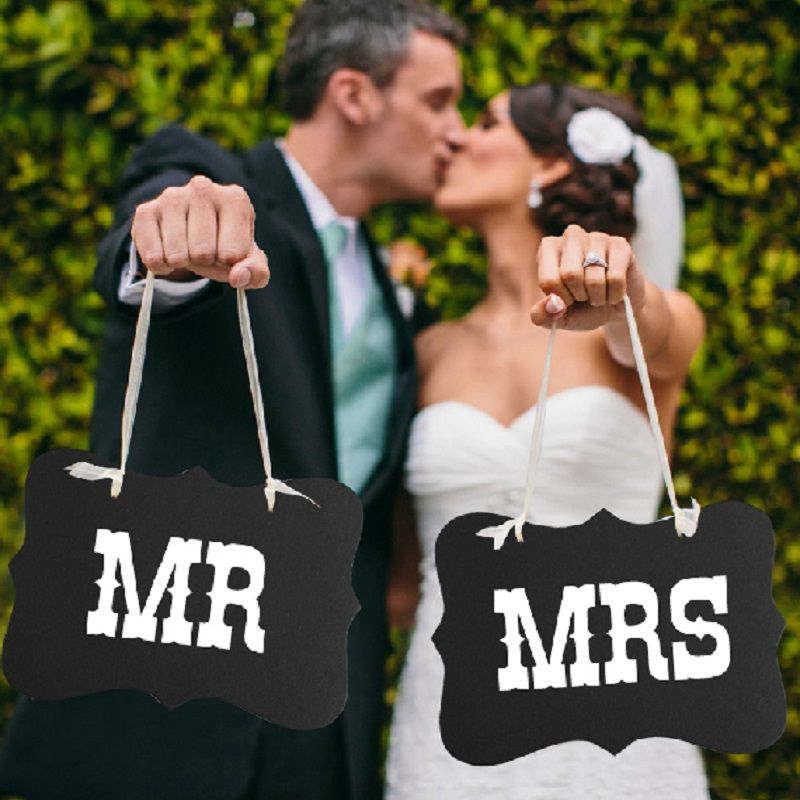 Mr Mrs Black Paper Board+Ribbon Sign DIY Photo Booth Props Chair Signs Wedding Party Decoration Favor 2Pcs/Set Mr & Mrs 2016 NEW(China (Mainland))