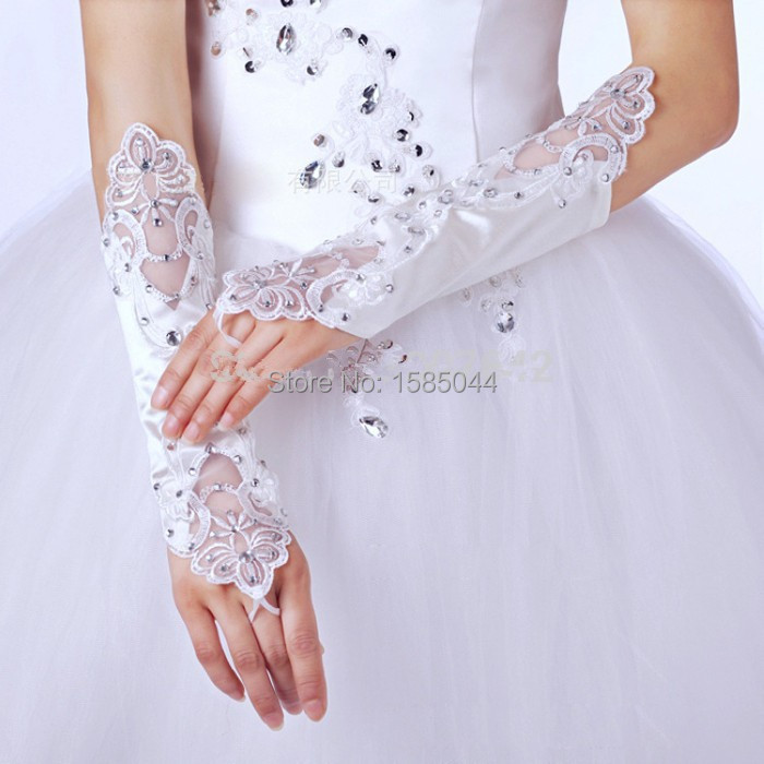 Fantastic Wedding Gloves Bride White Lace Beaded Fashion 2015 Wedding Bridal Gloves Bride Dress Glove Wedding Accesories(China (Mainland))