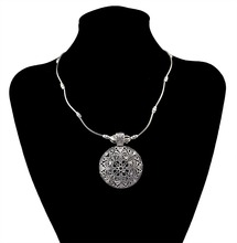 Vintage tibetan silver nepal national jewelry large round flower charms pendants necklaces tiny choker necklace for women(China (Mainland))