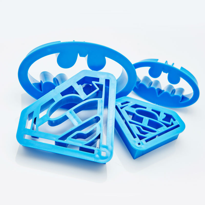 what size superman fondant cutter for cakes