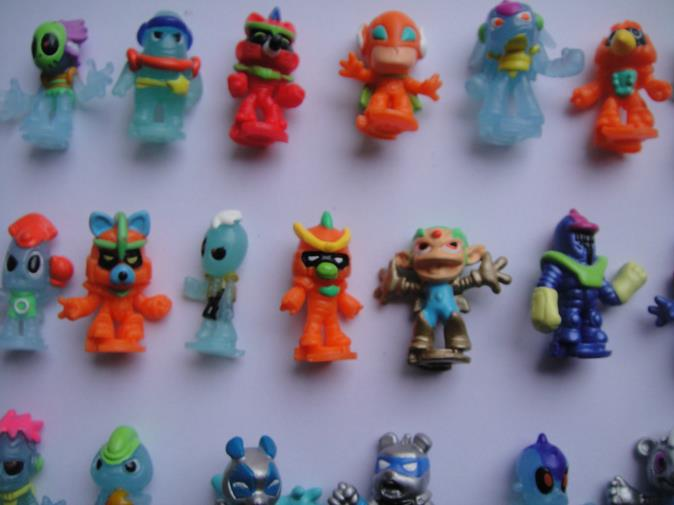 100pcs/lot lovely cartoon anime alien toy 2.8cm, capsule dolls, many different types,birthday gift for classmates(China (Mainland))